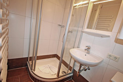 Bliem 3 Bathroom with shower