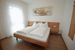 Top 6 - Bedroom with double bed